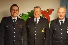 v. l. n. r. Stellv. Ortsbrandmeister Tim Conrad, Heino Wille, Ortsbrandmeister René Schlachter